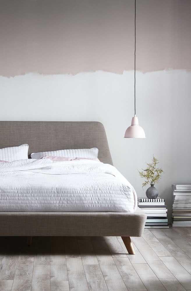 Meia parede nude: efeito moderno para o quarto do casal