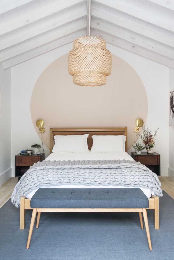 Basta um detalhe nude para o quarto ganhar uma atmosfera de calor e acolhimento