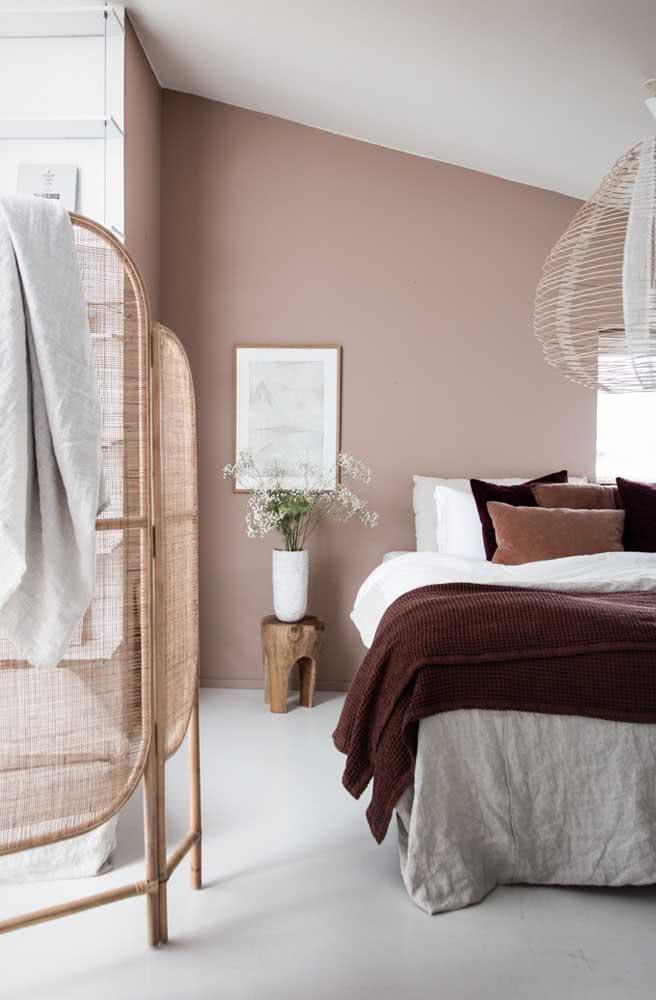 As texturas sempre realçam e valorizam a decoração nude, assim como os elementos naturais