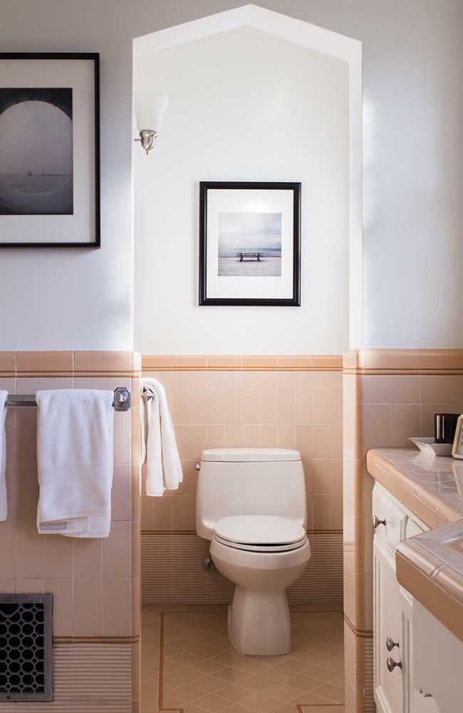 O banheiro é um ótimo lugar para decorar com tons nude